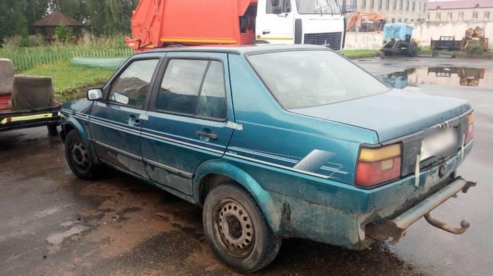 Мужчину привязали к машине и тащили через лес, чтобы отдал «похищенные» 50 рублей