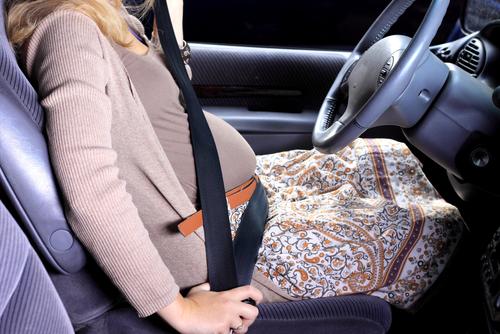 Минздрав снял с беременных ограничения на управление автомобилем