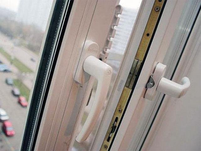 В Гродно из окна многоэтажного дома выпал мужчина