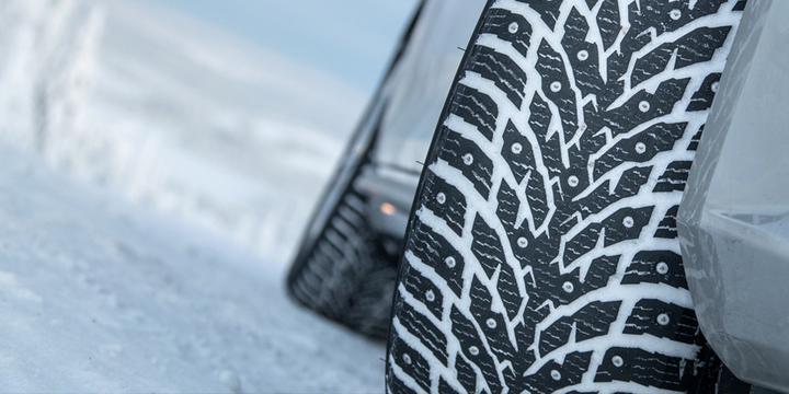 ГАИ рекомендует переобуть машины в зимние шины