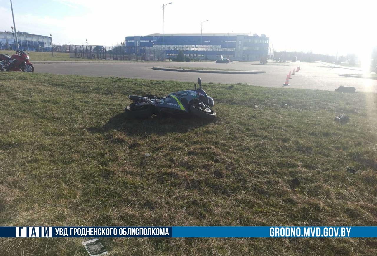 В Лиде байкер сломал себе пятку упав с мотоцикла