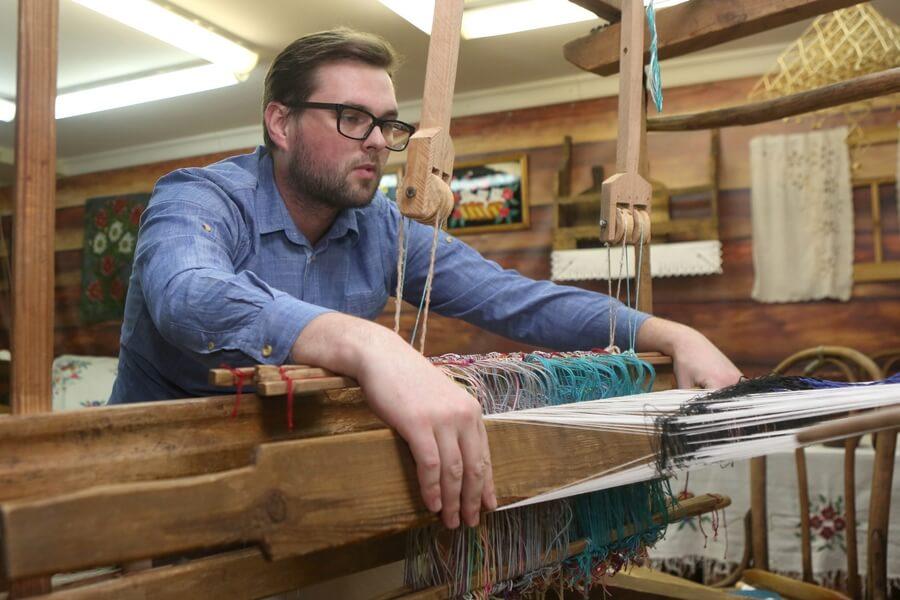 Акушер-гинеколог из Лиды возрождает традиции ткачества