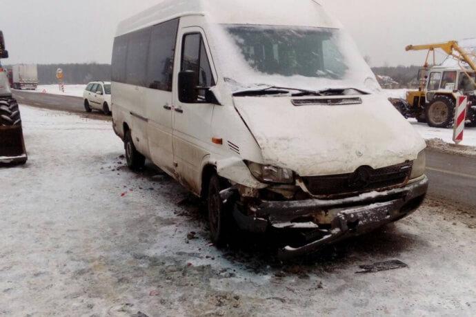 Под Лидой на трассе М6 пострадал дорожный рабочий