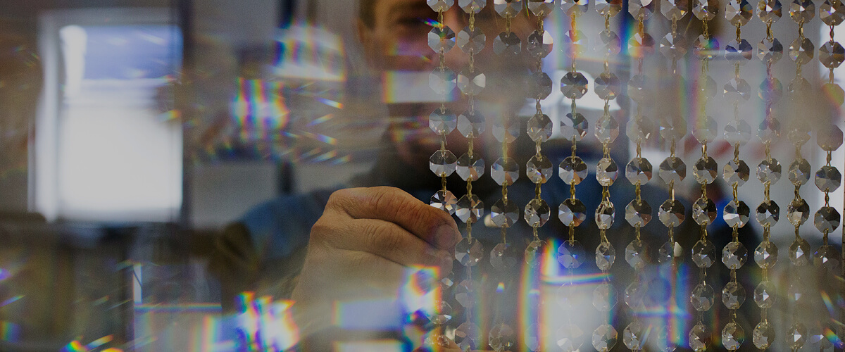 Репортаж о том, как в Лиде делают люстры за тысячи долларов