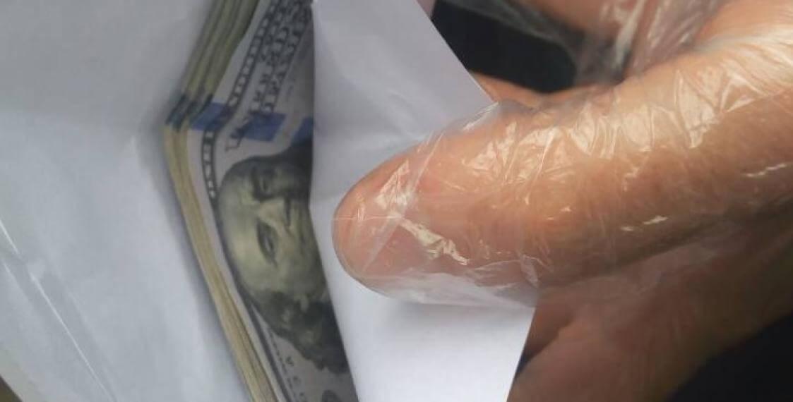 Руководителя стеклозавода «Неман» задержали за взятку