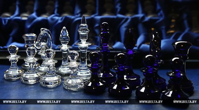 В Березовке начали выпускать хрустальные шахматы