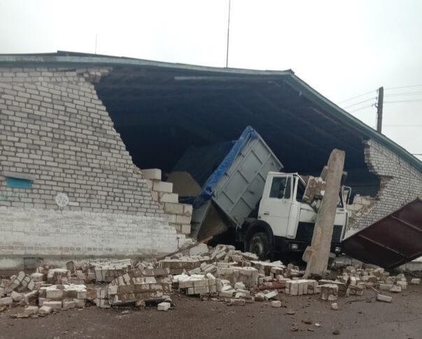 В Лидском районе погиб грузчик под обрушившейся стеной