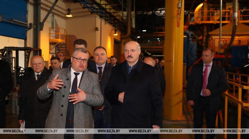 Лукашенко пообещал поддержку стеклозаводу