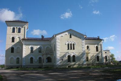 В Лидском районе работники одного из хозяйств получили новые квартиры в панской усадьбе ХIХ века